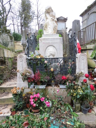 Chopin's grave.  I had actually not been to this one before!