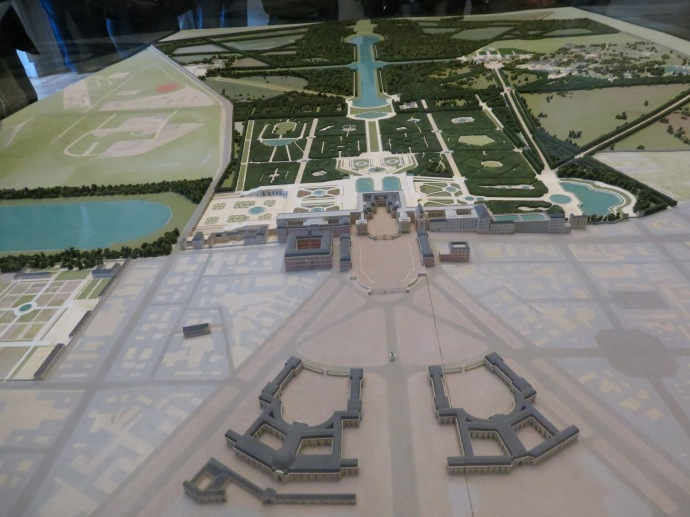 A model of the palace and surrounding gardens.  See how big they are??